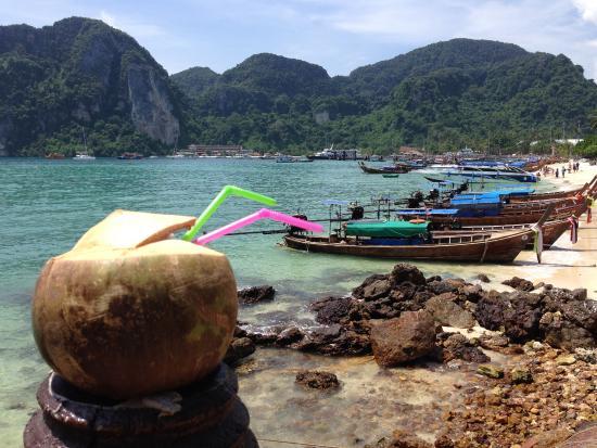 Phi Phi Don Chukit Resort: Lunch view.