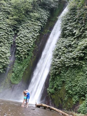 Melanting Waterfalls: CASCADA DE MUNDUK