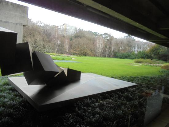 Lisbon, Portugal: centro de arte moderna gardens