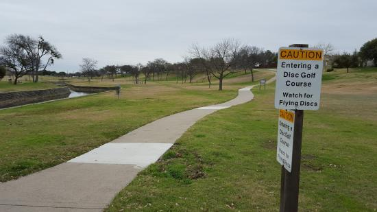 Carrollton, TX: Sign's along paths warning of flying discs