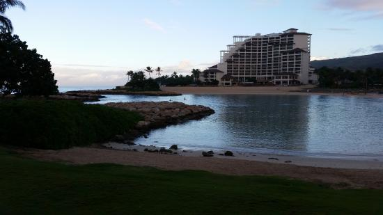 Aulani, a Disney Resort & Spa: The lagoon with view of the Four Seasons