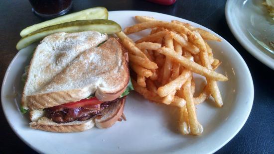 Edisto Island, เซาท์แคโรไลนา: BLT & fries