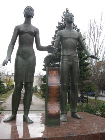 "Monument to the Taganrog Underground Movement ""Klyatva Yunosti"""