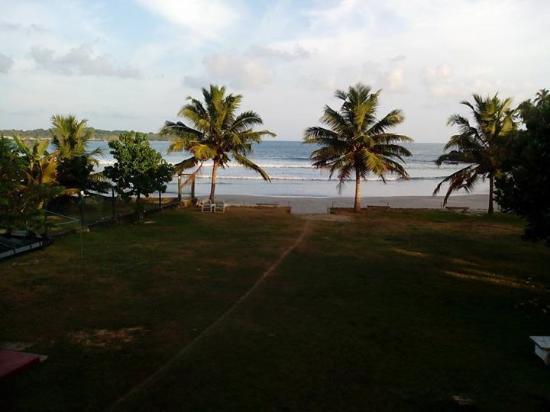 Kadolana Beach Resort: Guest house beach