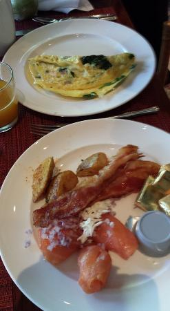 Islands Dining Room At Loews Royal Pacific Resort Omelet And Great Bacon