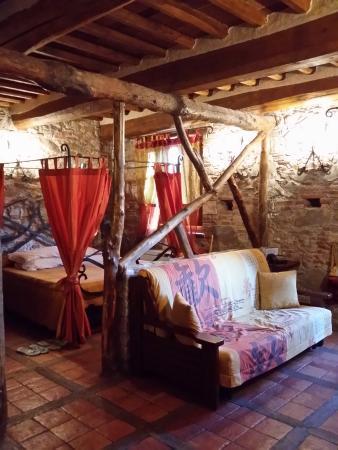 Letto con baldacchino e salottino - Foto di Villa Corte Degli Dei ...