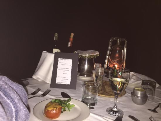 Pom Pom Camp: Jantar romântico à beira do rio