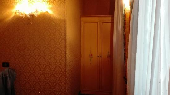 Residenza Ca' San Marco: Comfortable room & perfect spot for walking around Venezia! Ci abbiamo soggiornato una sola nott