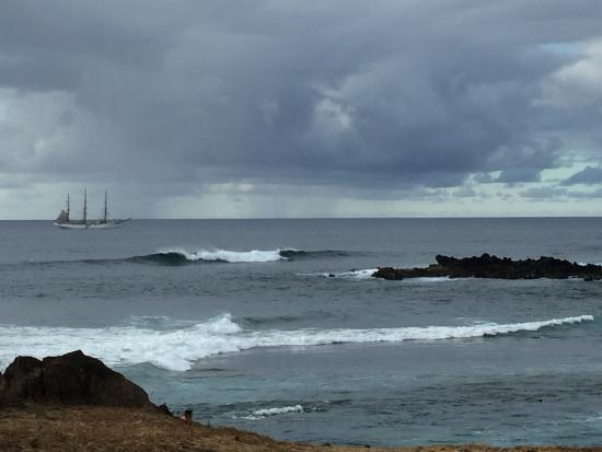 Hanga Roa, Chili: Surfers enjoying the waves