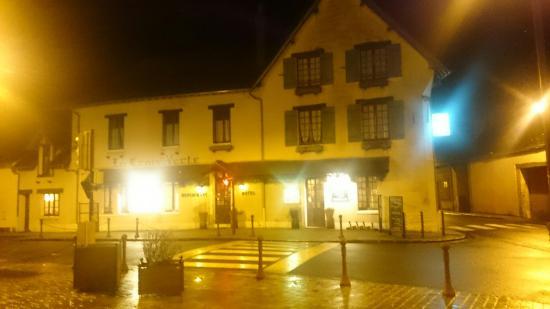 Souesmes, France: Auberge de la Croix Verte