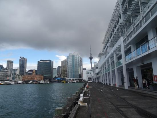 Hilton Auckland: View from outside hotel