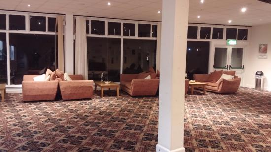 Kewstoke, UK: Yet another group of comfy sofas to relax in