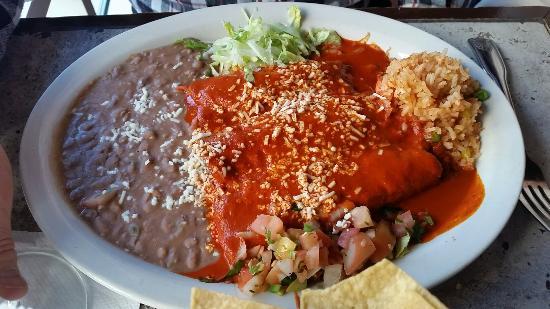 Evanston, IL: Enchiladas guajillos
