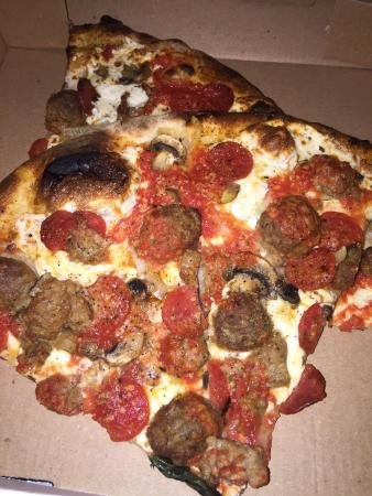 The Woodlands, TX: Great Huge Pizza!