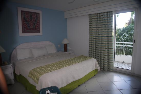 Sapphire Beach Club Resort: chambre coté rue