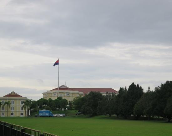 Grand Palace Park (Istana Besar): 芝生を見てもきれい