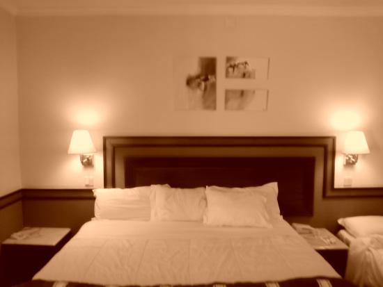 Esposende, Portekiz: Es una habitación muy amplia y bien decorada con una cama grande y una individual