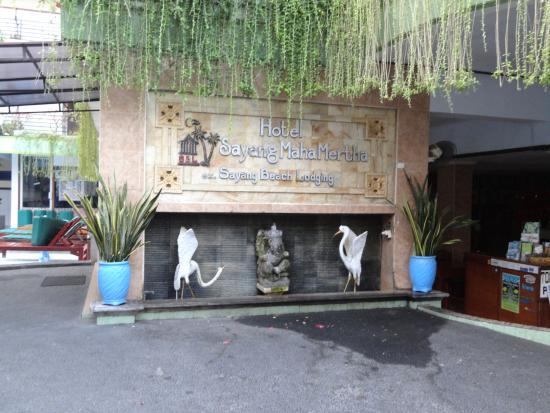 Sayang Maha Mertha: Entrance