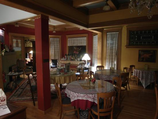 Inn at 410 Bed and Breakfast: Cozy room