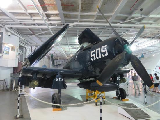 "Mount Pleasant, Carolina del Sur: AD ""Skyraider"" in the Aircraft Bay - USS Lexington"