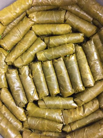 Avondale, Αριζόνα: freshly prepared vine leaves in lemon olive oil sauce