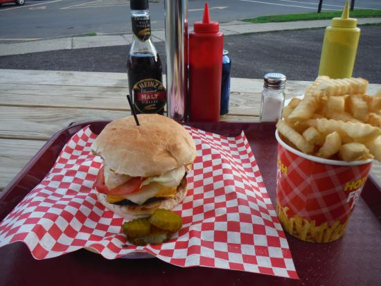 Wolcott, NY: Burger & fries
