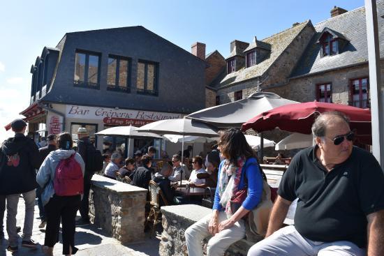 Αββαείο του Μον-Σαιν-Μισέλ: 2015年9月旺季時的餐廳一位難求