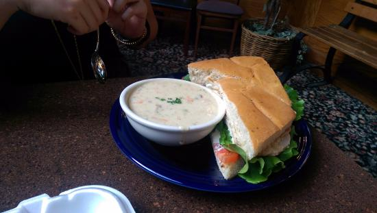 Broadway Heights Restaurant : Very mediocre clam chowder and chicken melt