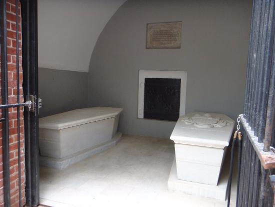 Mount Vernon, VA: Tombs of George & Martha Washington