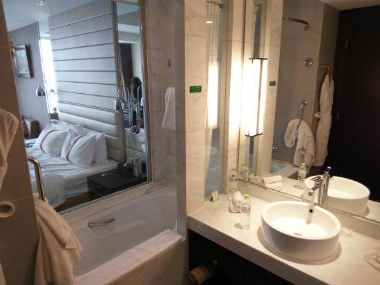bathroom with see trhough glass picture of holiday inn beijing rh tripadvisor com
