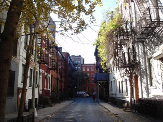 Gay Street: Una strada deserta.. strano