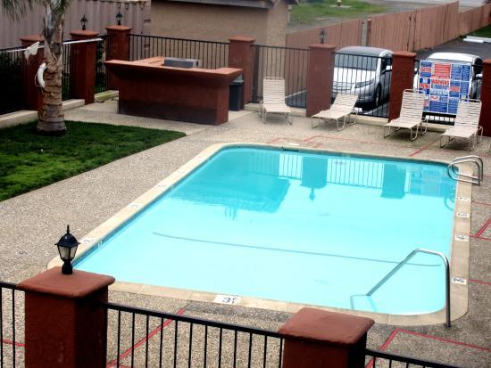 Baymont Inn and Suites Hollister: Swimming Pool, San  Benito Inn, Hollister, Ca