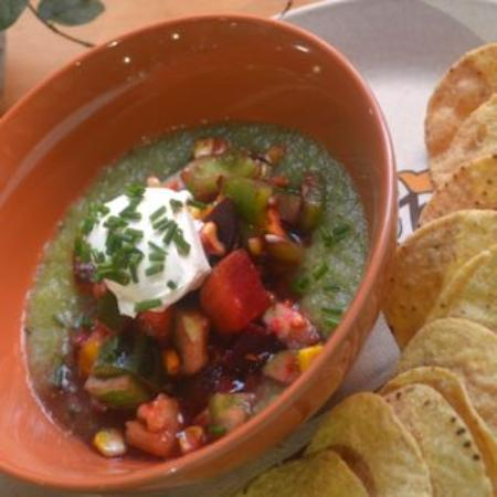 Yackandandah, Australien: Biodynamic tomatillo gazpacho with rainbow salsa