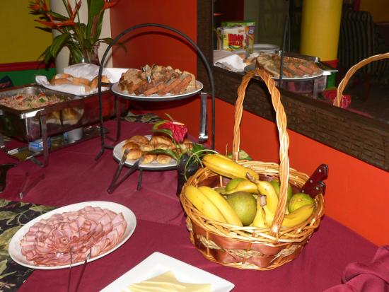 Coblentz Inn Boutique Hotel: Breakfast Buffet