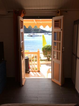 Hotel Kanaoa Les Saintes: Vue de l'intérieur de la chambre