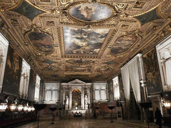 Restaurare Un Soffitto Dipinto ~ Ispirazione di Design Interni