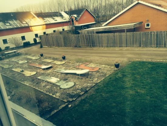 Menstrup, Denemarken: Minigolfbanen! :-O