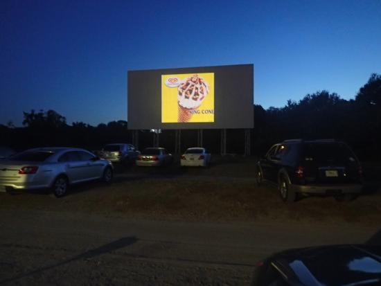 Silvermoon Drive-in: Screen 1 just as it is getting dark
