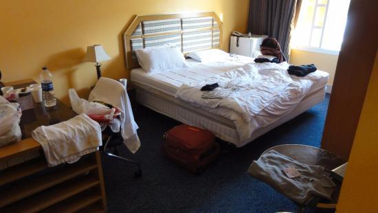 pokoj picture of delmon hotel apartments muscat tripadvisor rh tripadvisor com