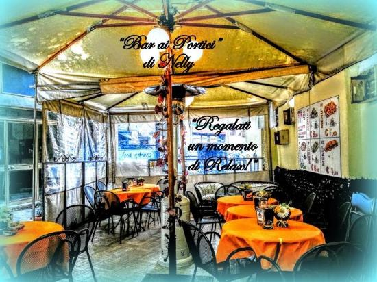 La paninoteca ai portici di nelly tivoli ristorante for Bar ai portici