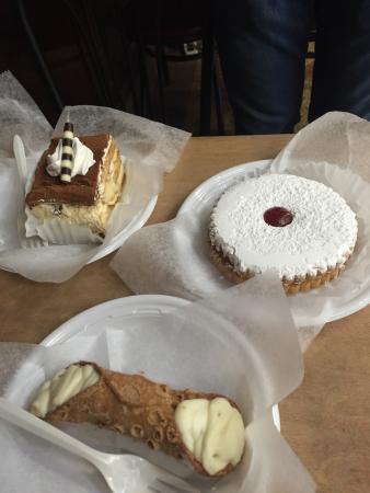 Food - La Guli Pastry Shop Photo