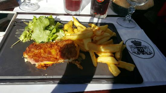 Cordon bleu et salade césar picture of au bureau montpellier