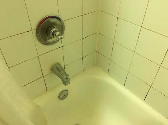 bathroom scum and grime with pipe that creaked and did not turn off rh tripadvisor ca