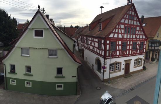 Tamm, Alemanha: Вид из окна 3 этажа на улицу