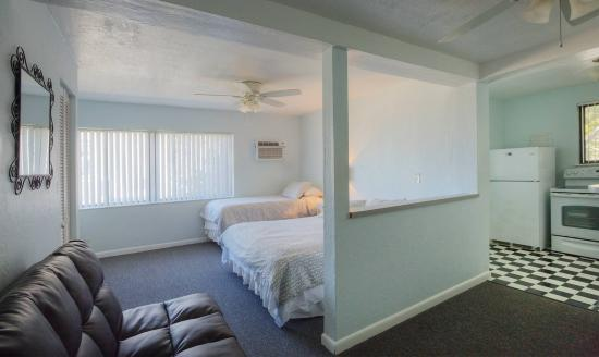 Sabal Palms Inn: large studio unit
