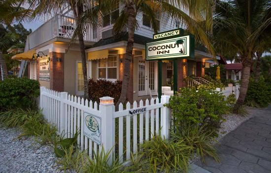 Coconut Inn: Front