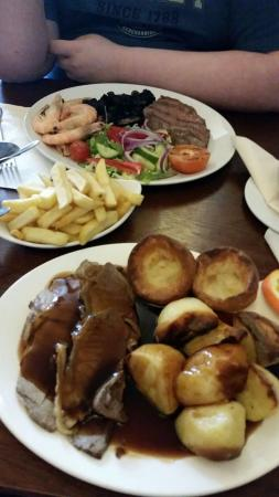 Ash, UK: Large Sunday lunch.. steak and prawns.