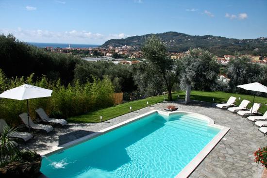 Le Raganelle: piscina con vista golfo
