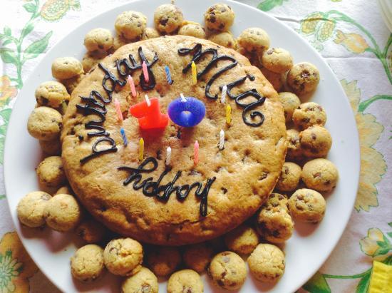 La Ventana: Custom Cakes & other desserts available.