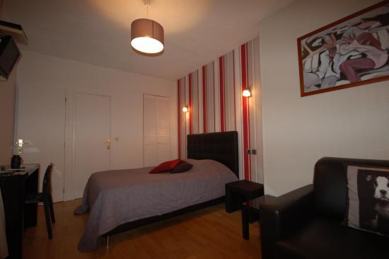 Chambre avec salle de bain et wc - Photo de New Windsor Hotel ...